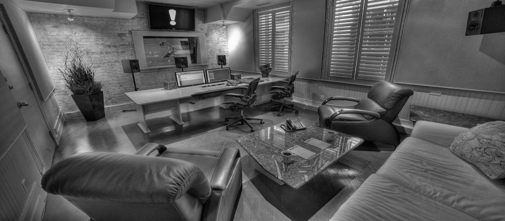 Studio 1 1600X700